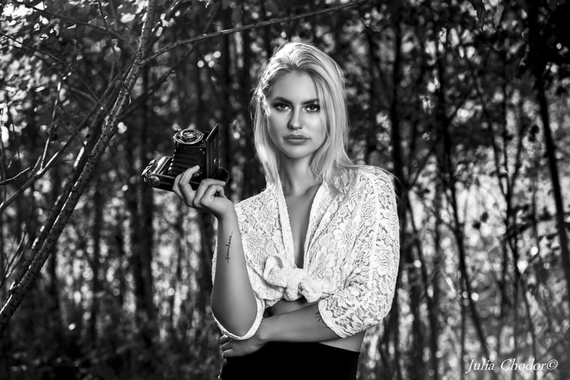 Beautiful woman, black and white - photo session. Photo: Julia Chodor