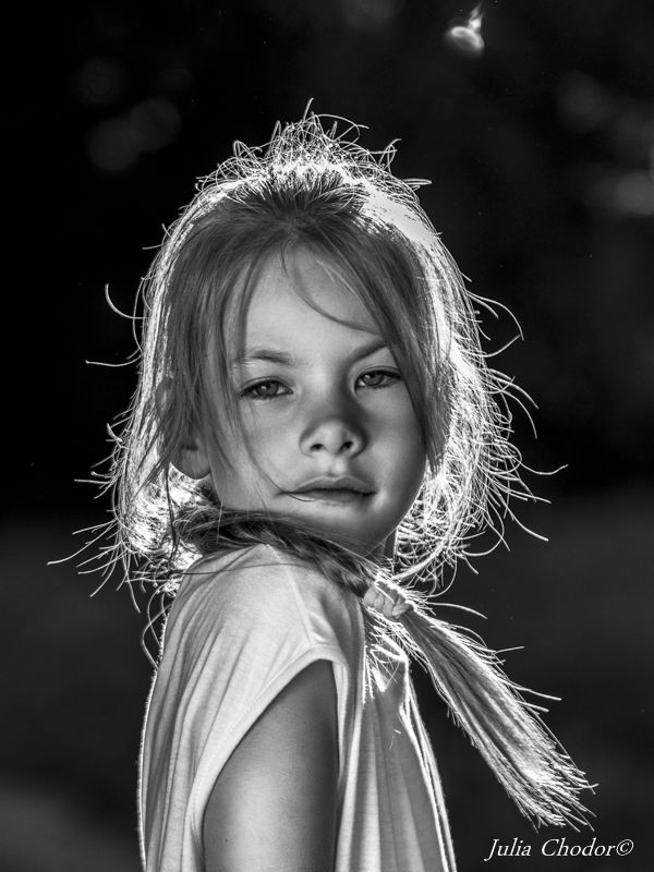 dziecięce sesje zdjęciowe, sesje zdjęciowe dla dzieci, fotografia dziecięca, sesje w studio, sesja noir, fot. Julia Chodor