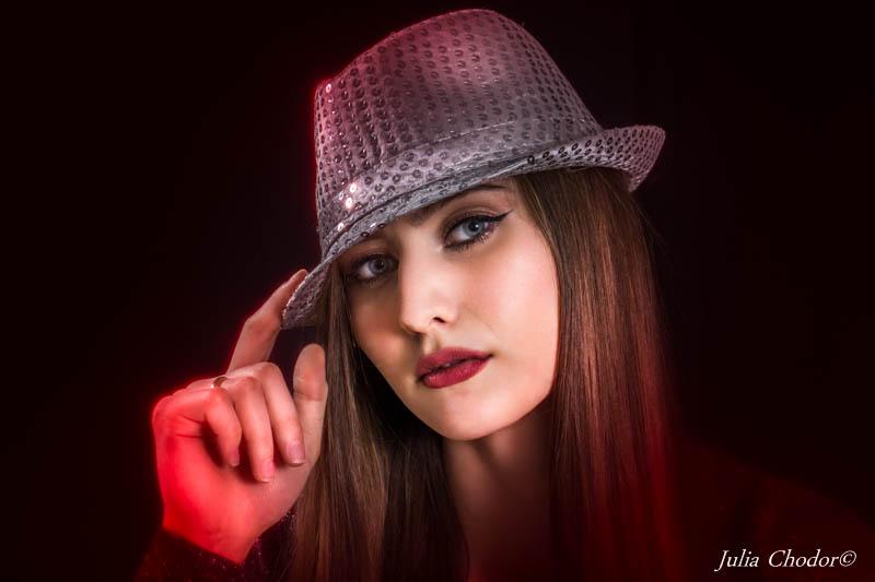 Beautiful woman - portrait photo session. Photo: Julia Chodor
